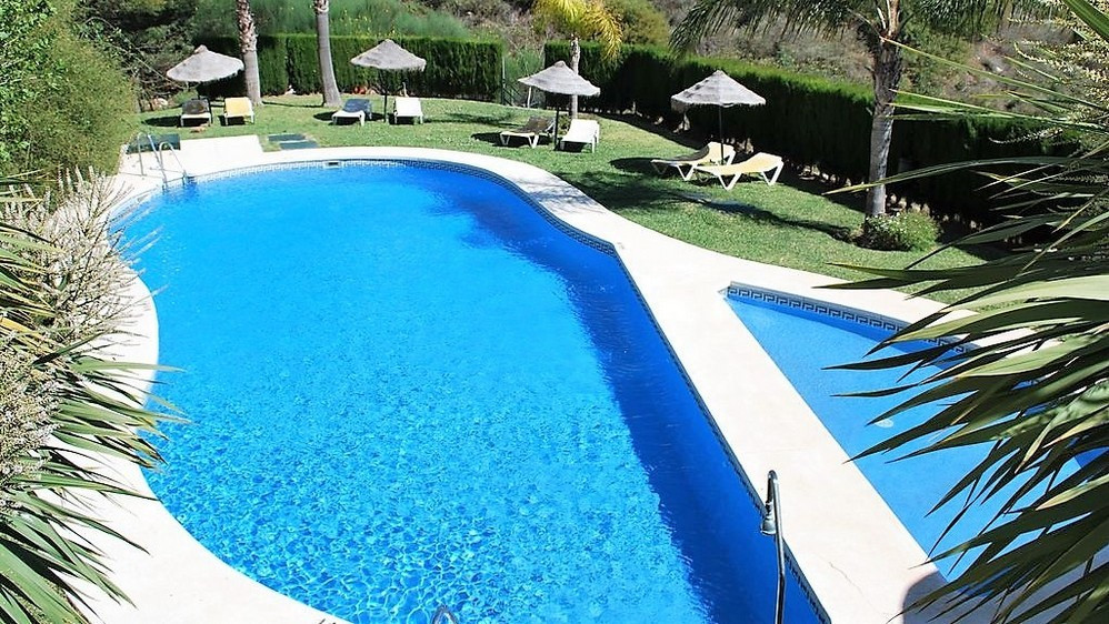 Ground floor apartment in a gated community situated in a popular area of Calahonda. Beautiful entra, Spain