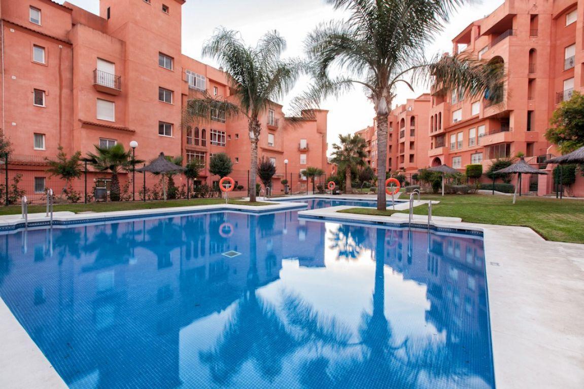 1 Bedroom Middle Floor Apartment For Sale La Duquesa, Costa del Sol - HP2948684