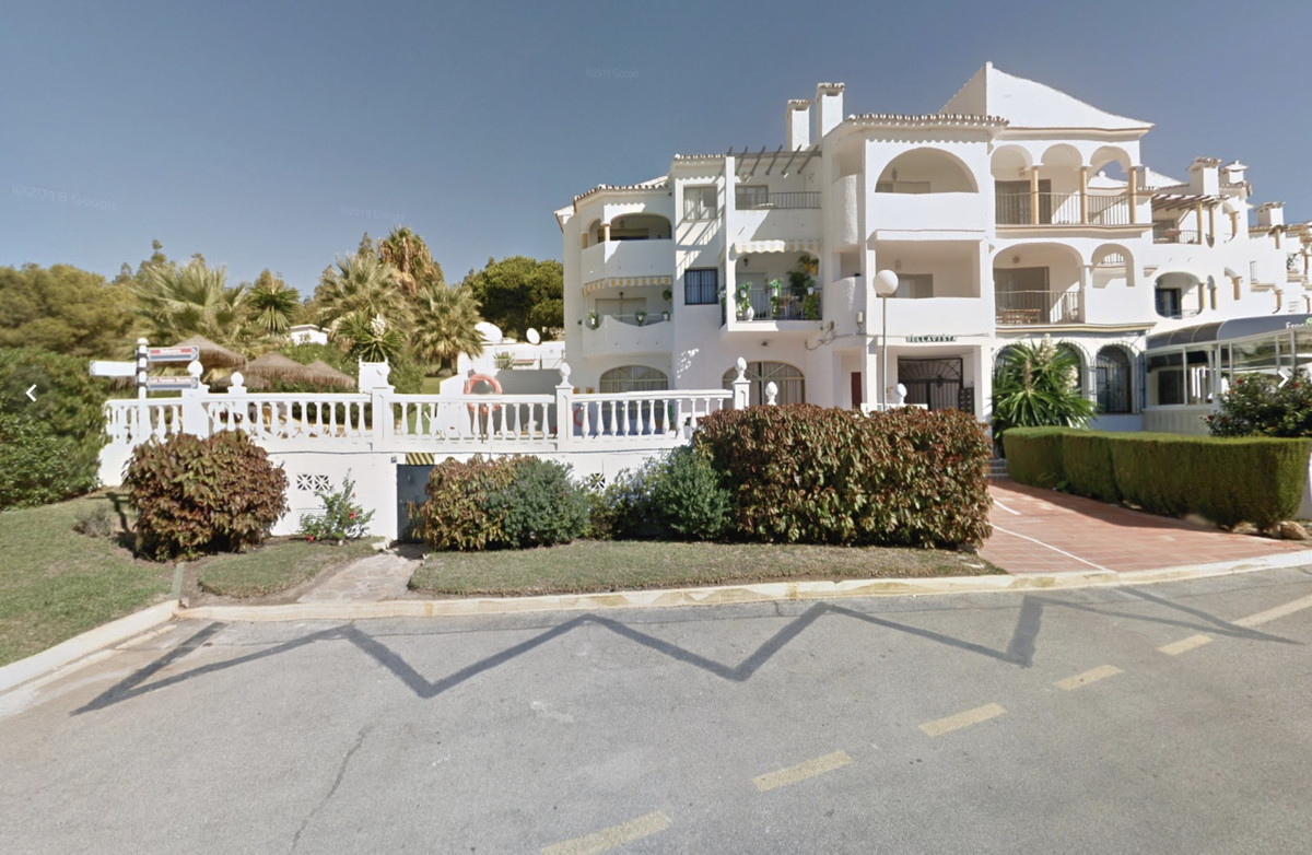 Here is a great investment opportunity. A Resort with 10 large 2 bedrooms, 2 bathrooms on each 92m2 ,Spain