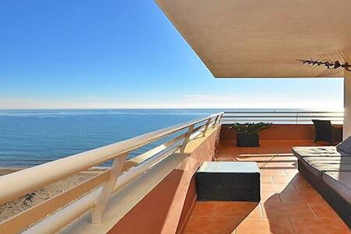 This apartment has one of the best locations in Fuengirola/Los Boliches!  It is situated in one of t,Spain