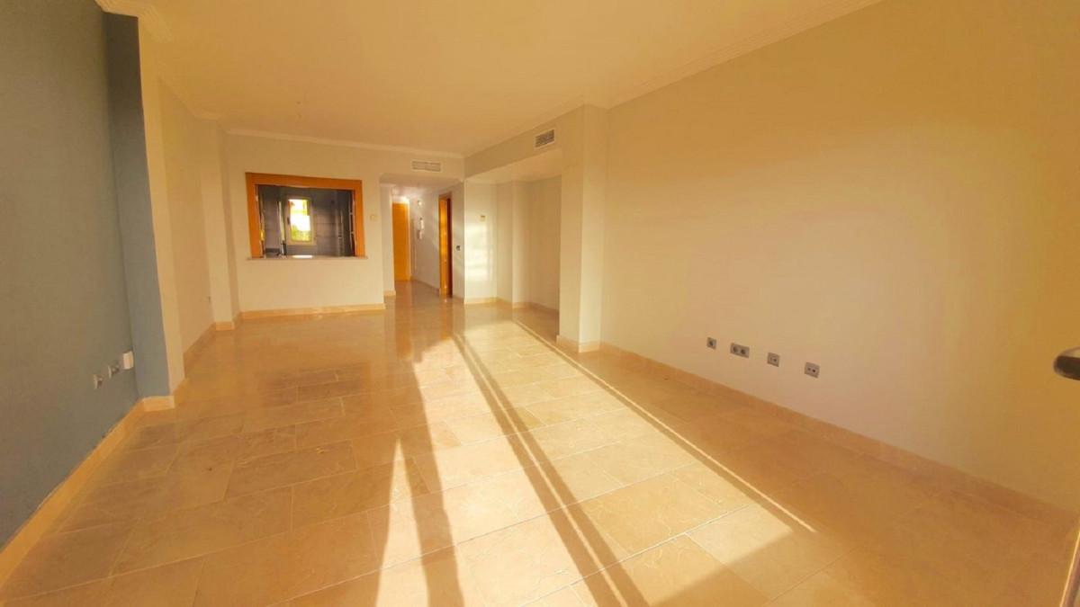 R3807073 | Middle Floor Apartment in Benahavís – € 232,200 – 2 beds, 2 baths