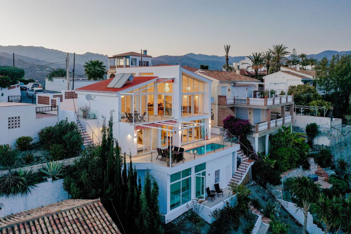 """Amazing villa with private pool located in the quite """"Los Pinos"""". Fantastic 180° view over,Spain"""