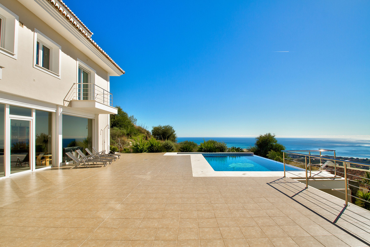 Beautiful villa from 2012 build to a very high standard.  From every room in the house you can enjoy, Spain