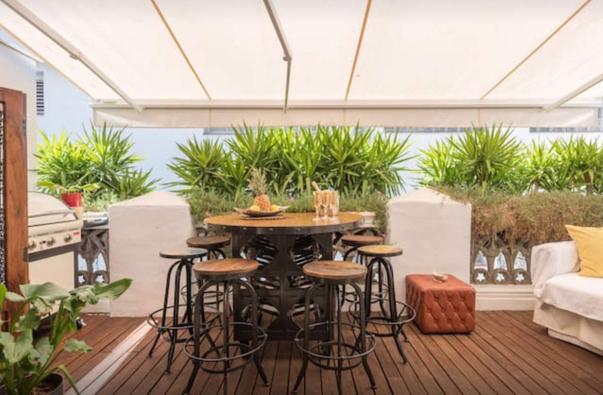 Fantastic duplex penthouse, all renovated and located right next to Constitution Square in the histo,Spain
