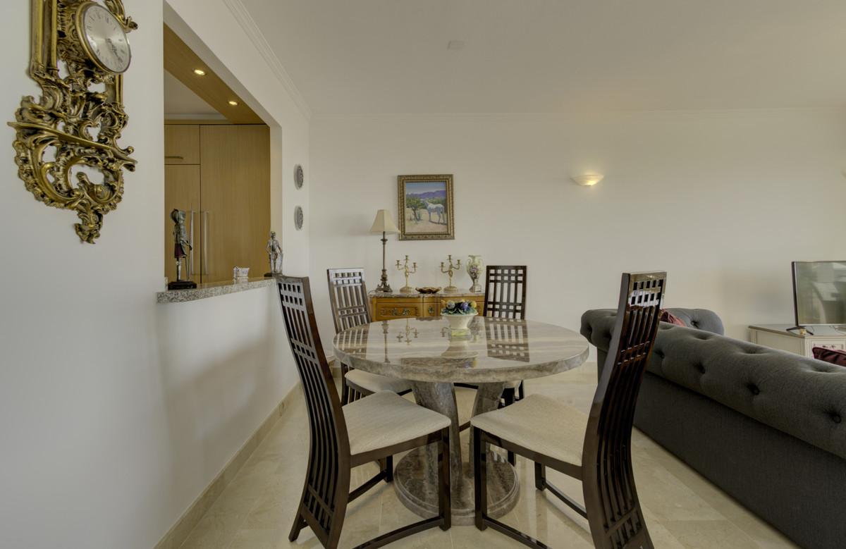 Apartamento Planta Media en Venta en Calahonda – R3710291