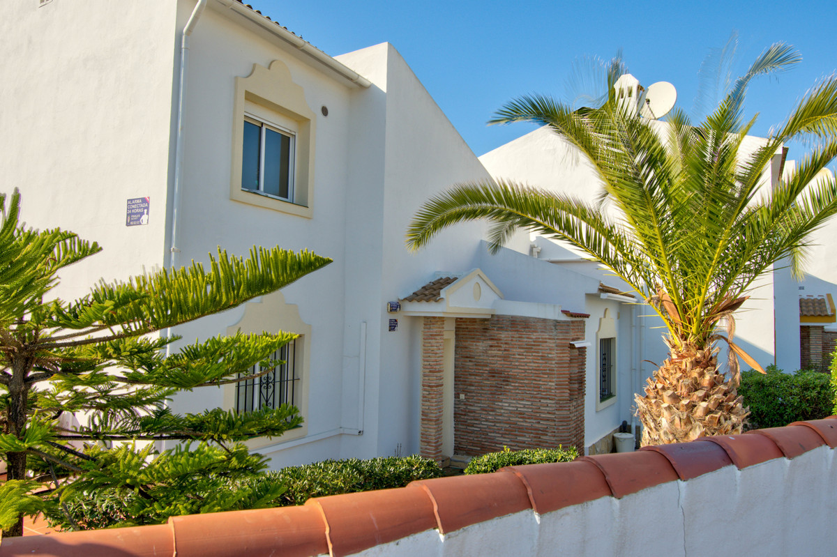 Stunning villa located within easy walking distance to all the amenities in Calahonda and the beauti,Spain