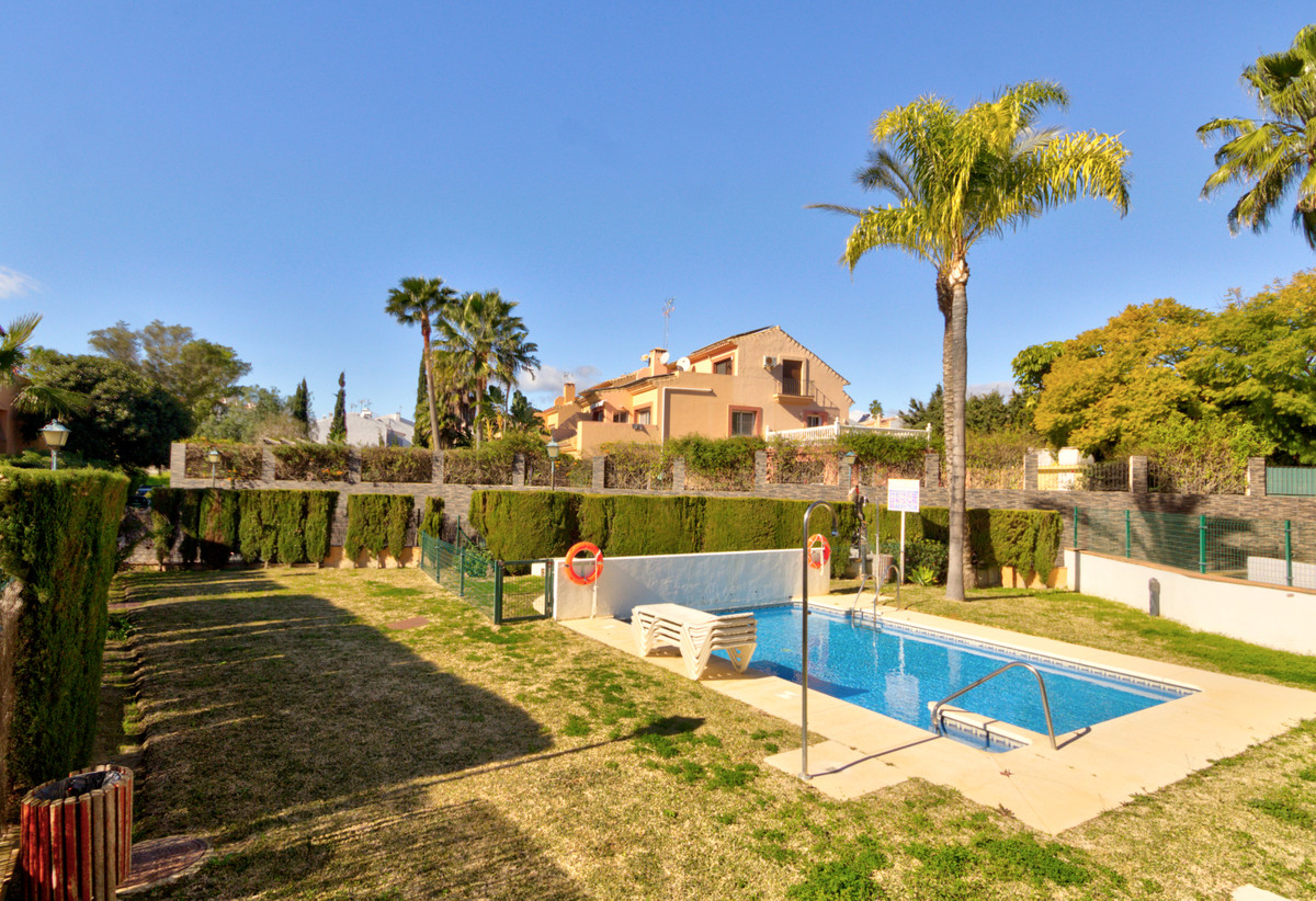 Beautiful renovated two-bedroom apartment located within a gated and private community on the New Go,Spain