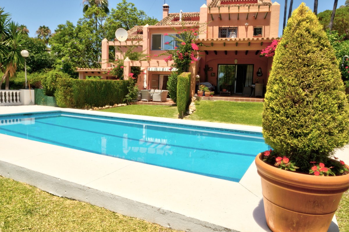 Beautiful fully renovated townhouse in Calahonda. Walking distance to La Luna beach and one of the b,Spain
