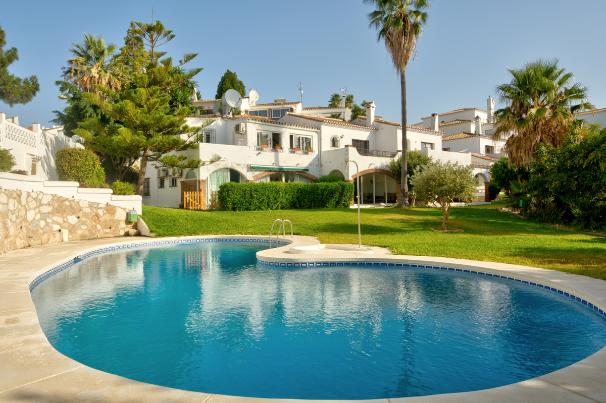 Beautiful penthouse apartment located within a sought after community in Calahonda, offering stunnin,Spain