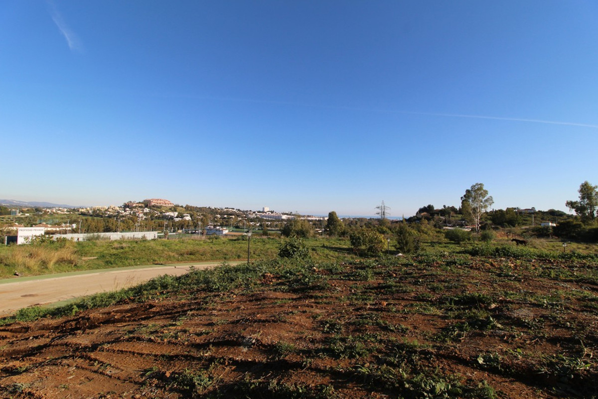 Great value elevated and completely flat corner plot situated within the sought after area of La Qui,Spain