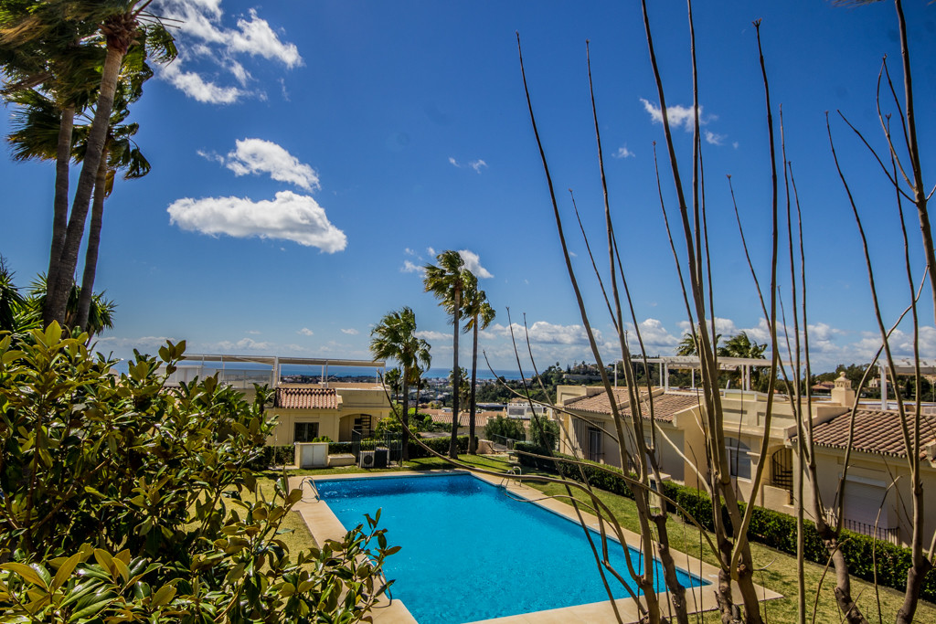 Absolutely beautiful partially refurbished 2 bedroom corner town house/duplex apartment located in L,Spain