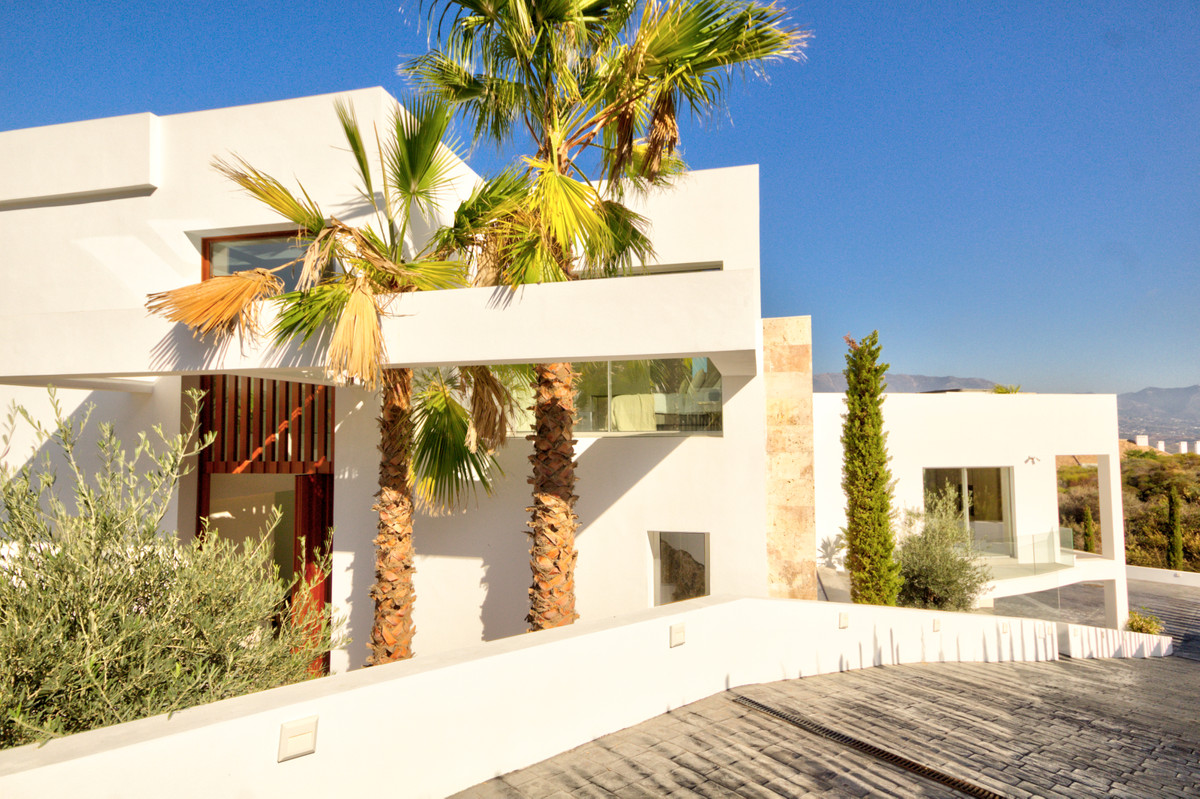 Exclusive luxury villa situated next to three 18 hole golf courses in the stunning La Cala Golf reso,Spain