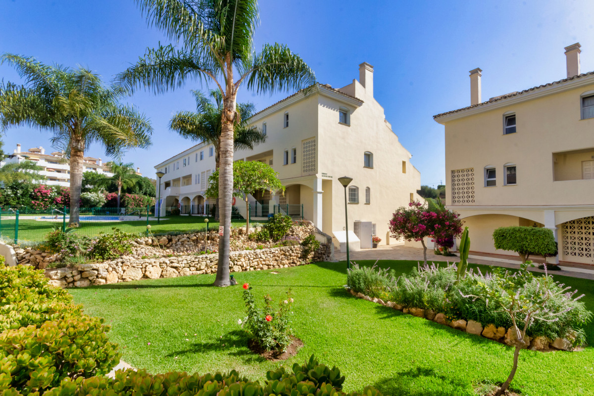 Incredible value 2 bedroom garden level apartment situated in lower Calahonda. This  spacious and na,Spain