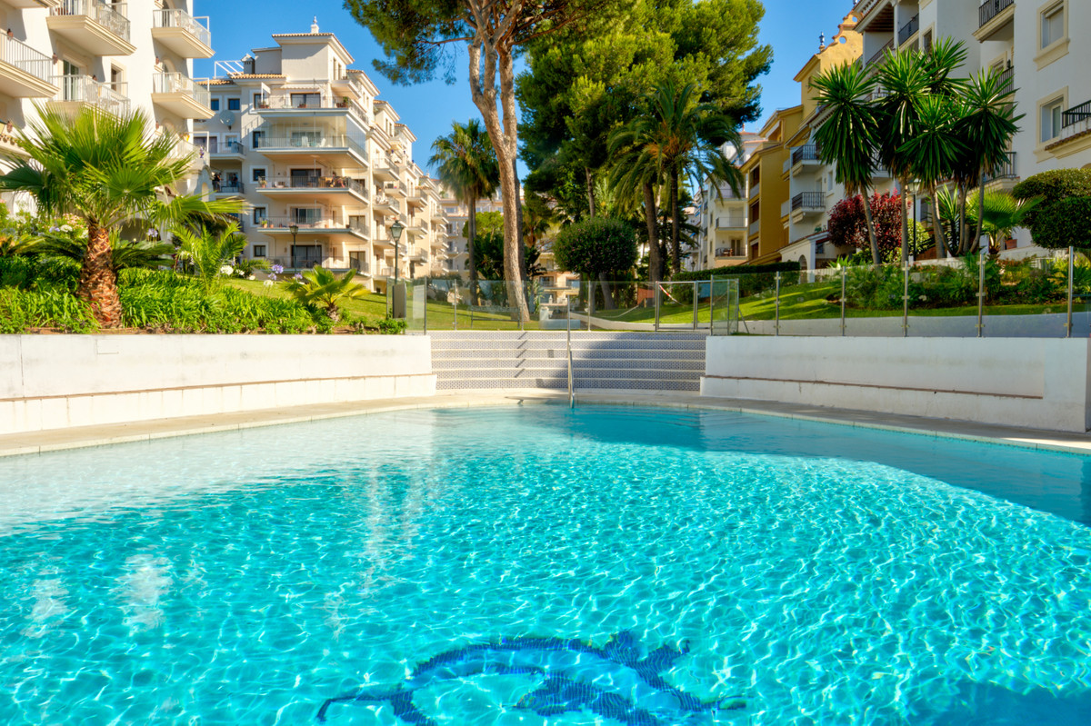 Stunning apartment situated in a residential complex in the heart of Puerto Banus on the Costa del S,Spain