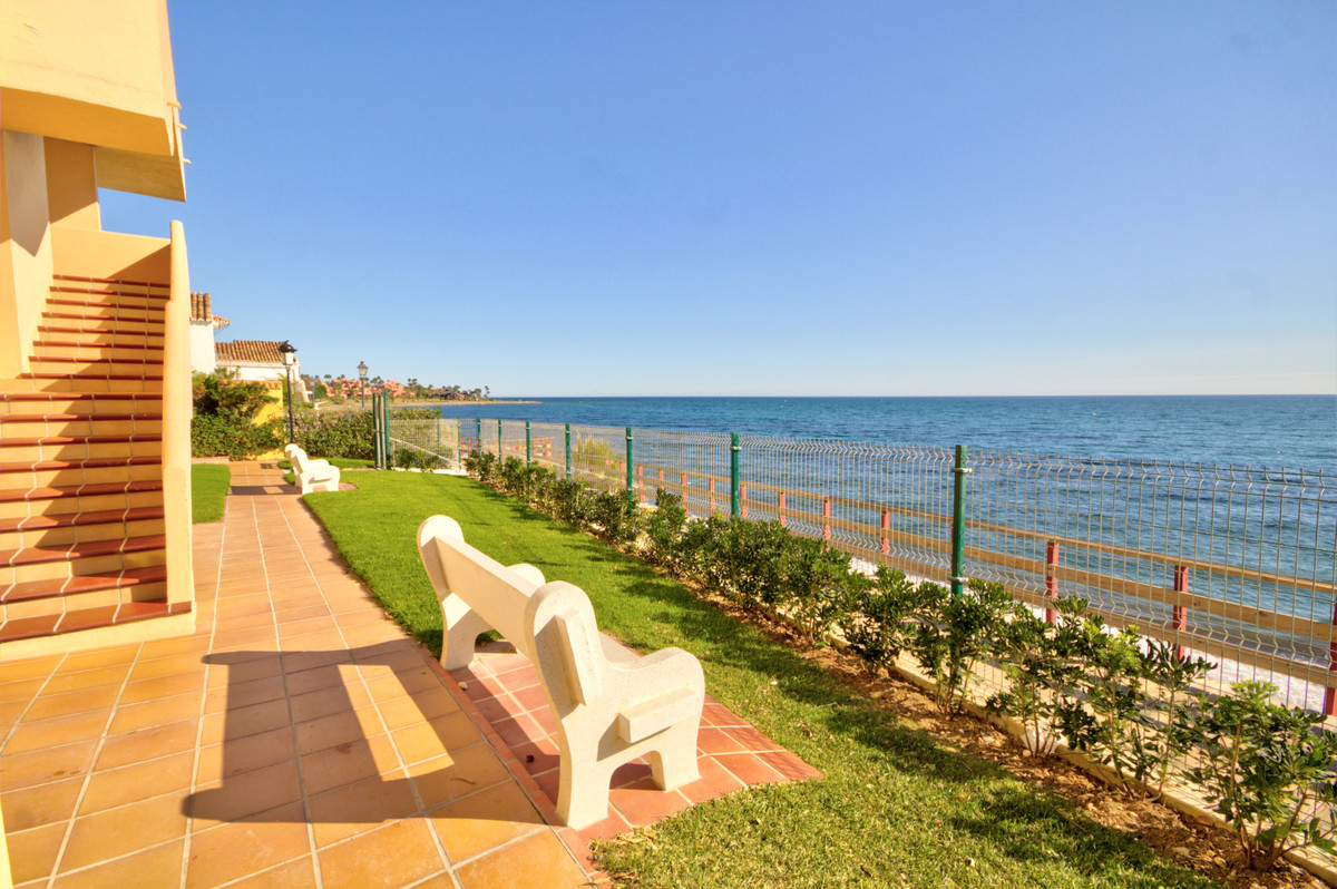 Bargain one bedroom apartment situated on beachside of the sought after area of the new golden mile ,Spain