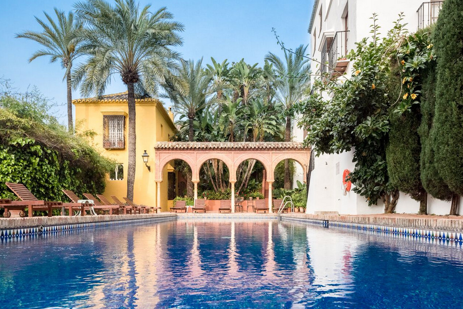 Marbella Banus Adosada en Venta en The Golden Mile – R2975765