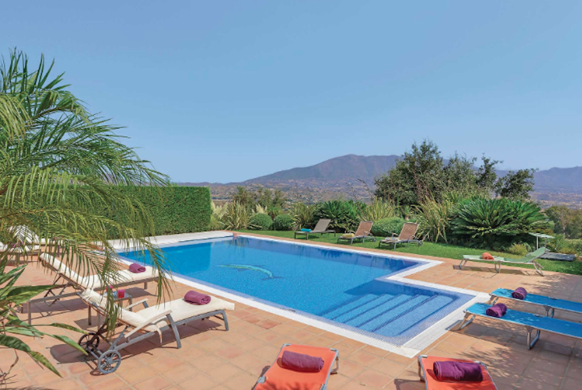 Luxury 6 bedroom villa situated in the hills of La Cala de Mijas overlooking the stunning golf cours, Spain