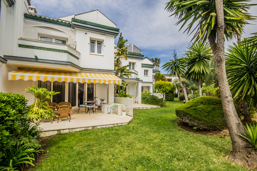 4 bedroom townhouse for sale new golden mile