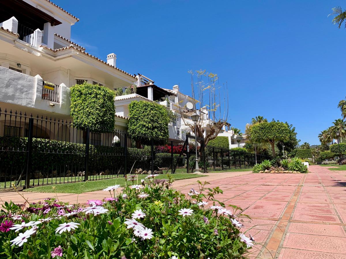 Apartamento Planta Baja  en venta en  Puerto Banús, Costa del Sol – R3378892