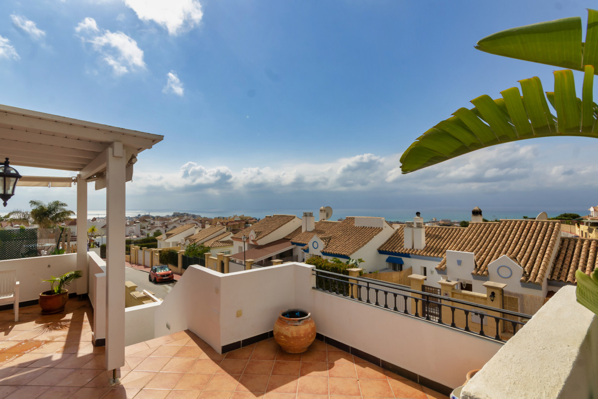 Beautiful corner townhouse with stunning sea views in Riviera del Sol. Situated within a quiet locat,Spain