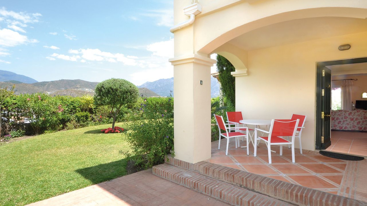 Beautiful 3 bedroom corner townhouse located within am exclusive community in La Quinta, situated in,Spain