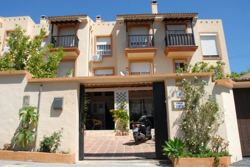 Excellent and big townhouse in residencial area, close to Arroyo de la Miel centre. Property is on 3,Spain