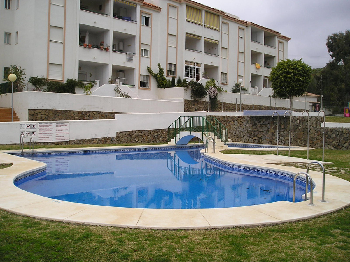Spacious apartment on top floor: 3 bedrooms, 2 bathrooms, independent fitted kitchen, lounge and ter,Spain