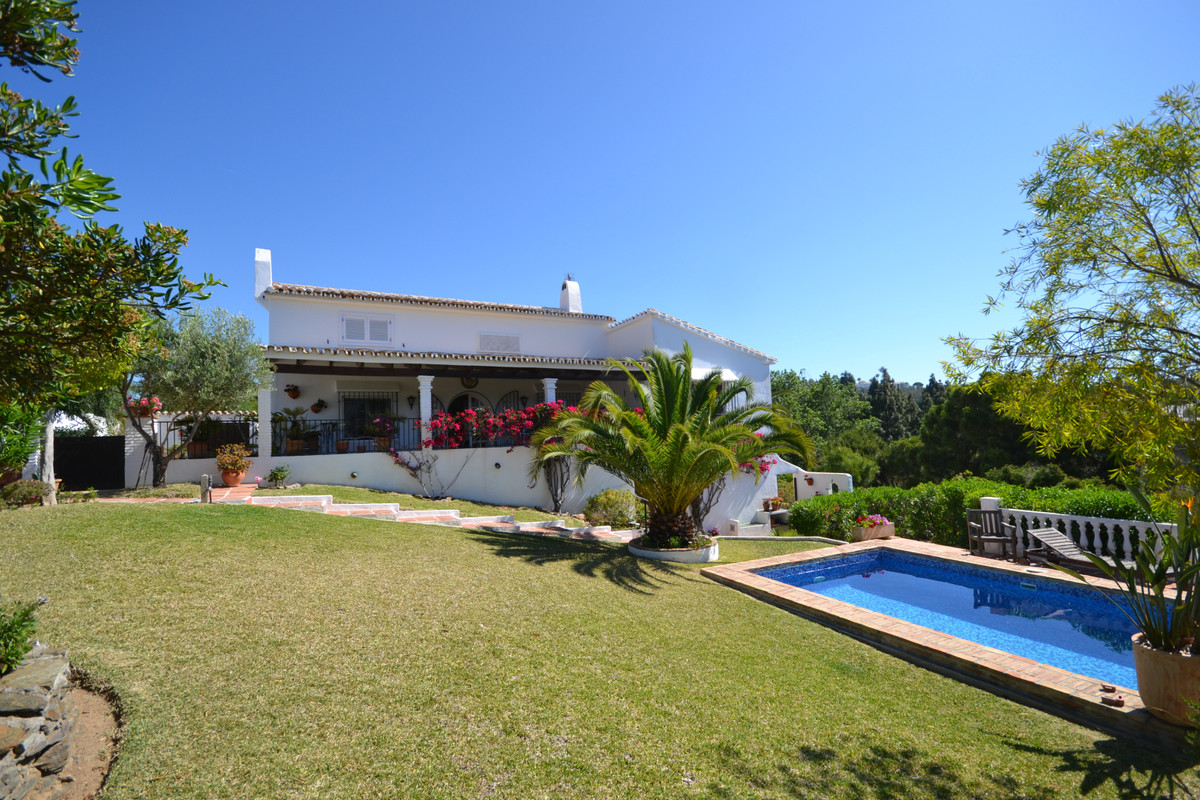 We have the delight to offer you this exclusive listing !!   A beautifully renovated villa for sale , Spain