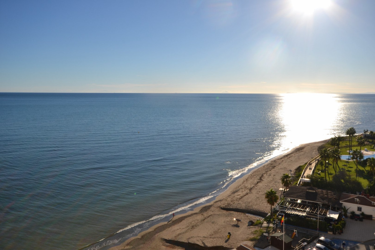 Seafront apartment for sale in Sitio de Calahonda, Mijas Costa.  A southwest facing 1 bedroom apartm, Spain