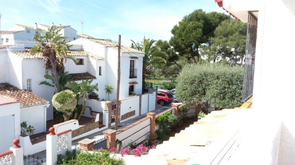 SEMI-DETACHED  private villa in Calypso with private garden. 2 bedrooms 2 bathroom, fitted kitchen, ,Spain