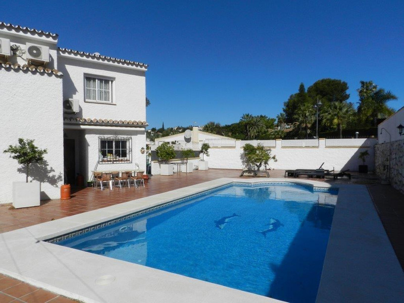 Marbella Banus Pareada a la venta en Calahonda – R3176263