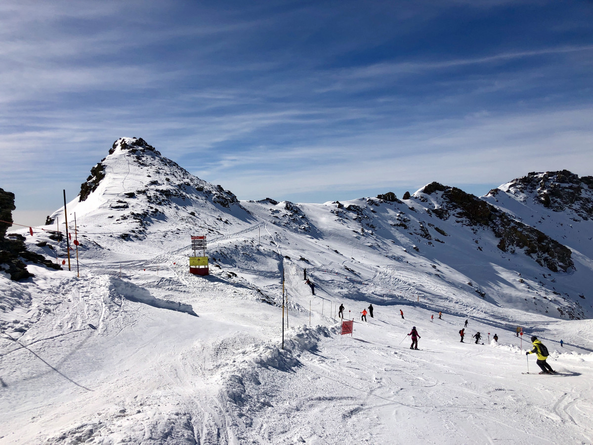 Immaculate apartment in the heart of the Sierra Nevada ski resort, situated close to the elevator th,Spain