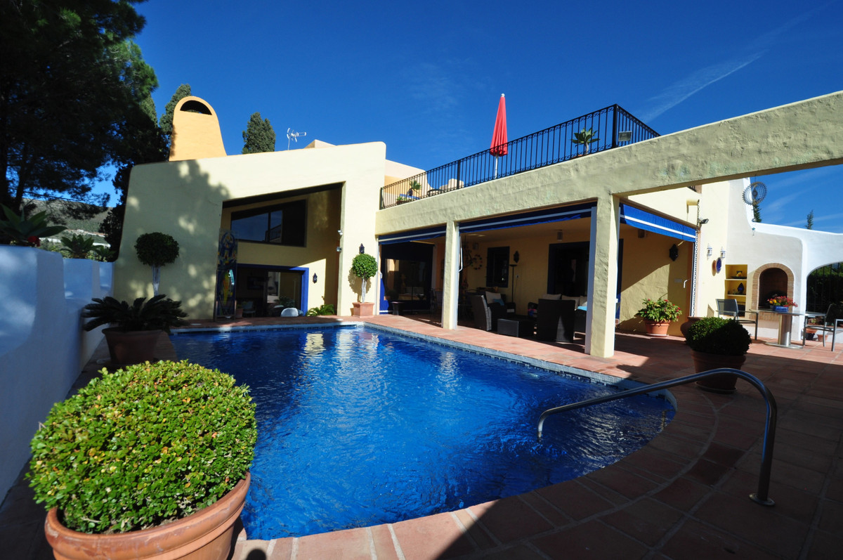 Nestled in the hills of Nueva Andalucia, with uninterrupted sea, mountain and golf views, this 4-bed,Spain