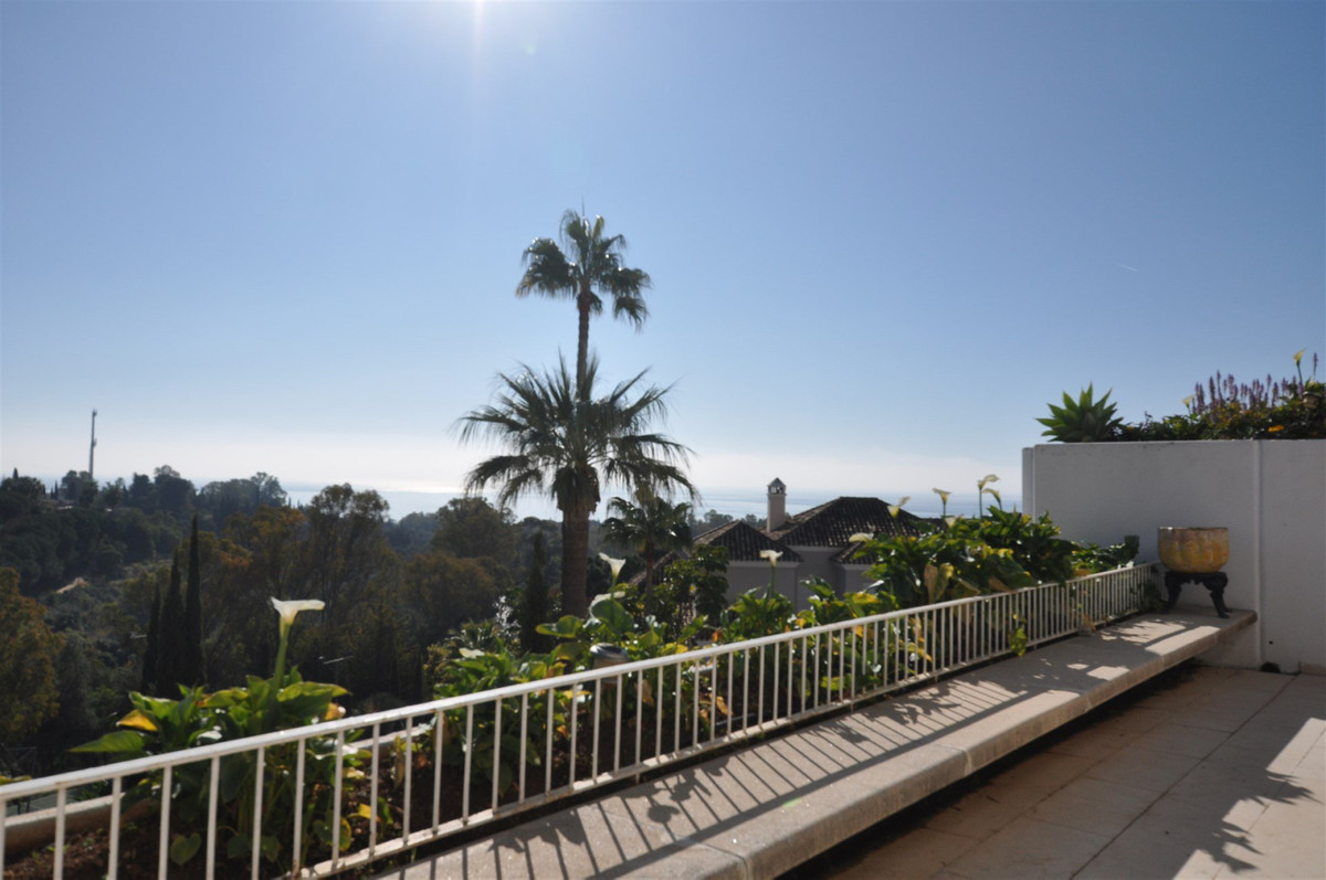 Privileged with a prime Golden Mile address and fabulous views, this 2-bedroom apart-ment offers a g,Spain