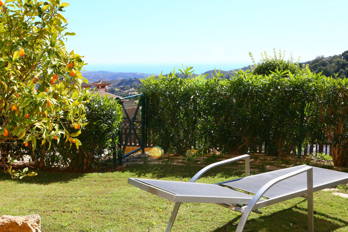 Wonderful views over the countryside to the sea! Elevated groundfloor apartment in the beautiful are,Spain