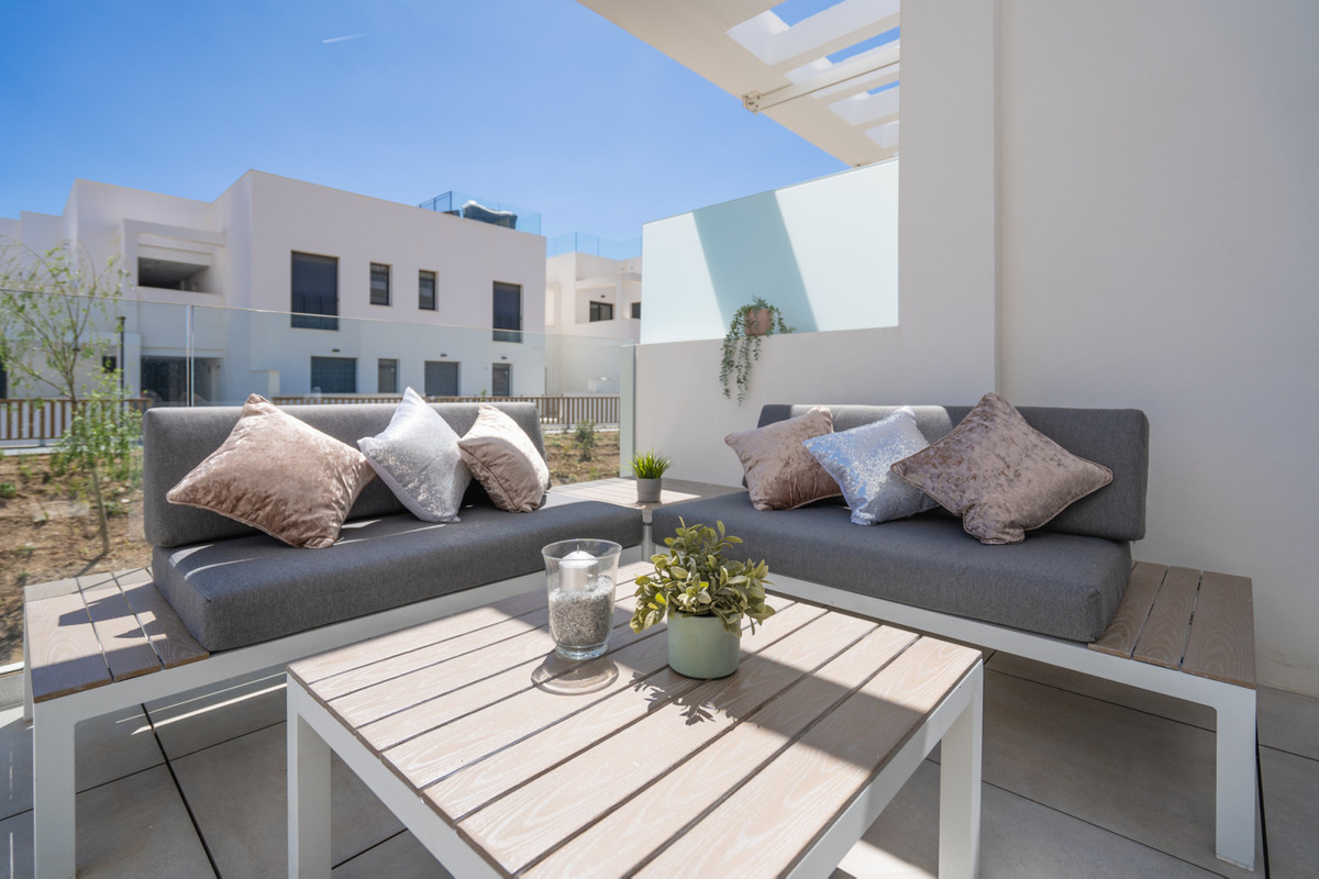 Brand new modern apartment in one of the best newly completed complexes in La Cala de Mijas.  This b,Spain