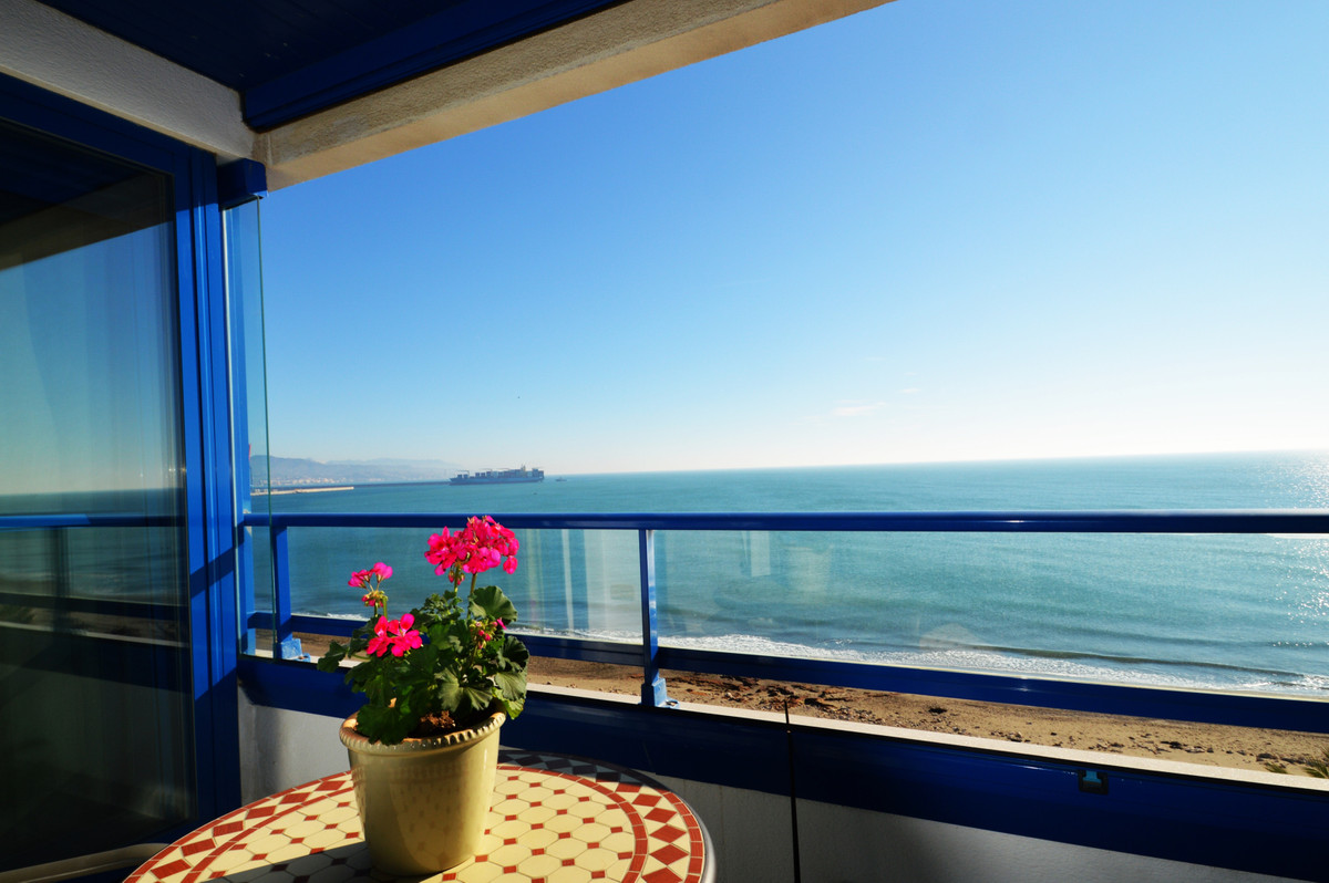 Spectacular apartment on the beachfront facing the sea in the best area of Malaga. It consists of 3 , Spain