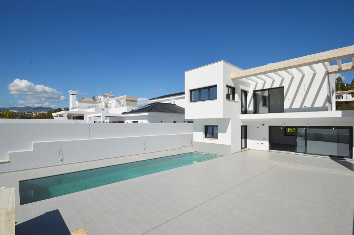 Spectacular villa in La Sierrezuela with a BRAND NEW saltwater pool. 474m2 plot Constructed area 430, Spain