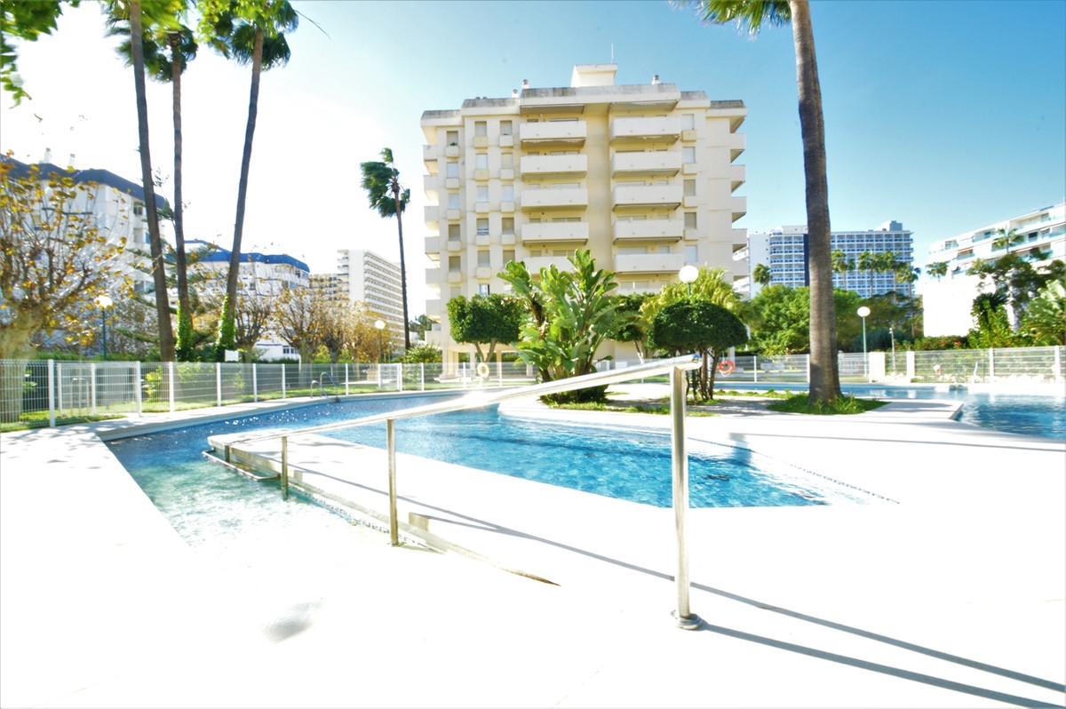 Middle Floor Apartment, Benalmadena Costa, Costa del Sol. 3 Bedrooms, 2 Bathrooms, Built 78 m², Terr, Spain