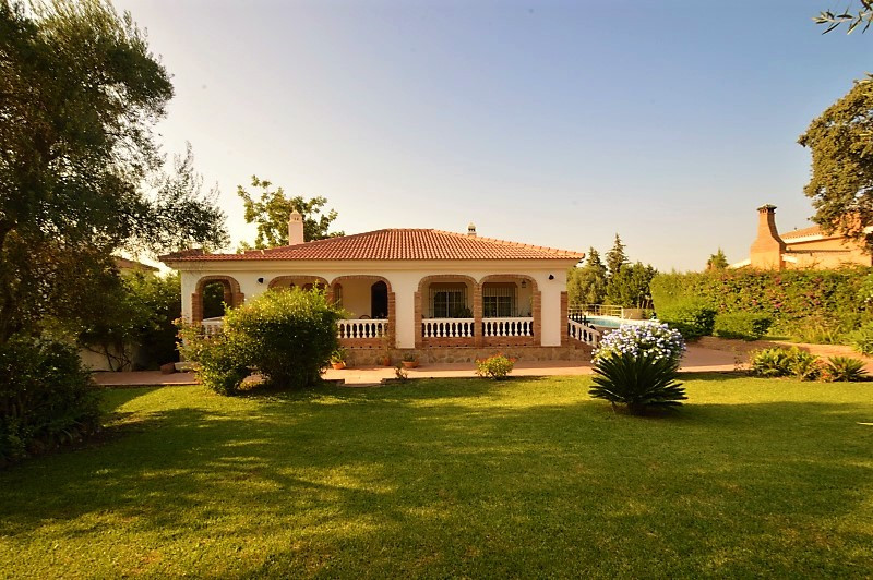 Detached Villa, Alhaurin de la Torre, Costa del Sol. Built 0 m².  Setting : Country, Mountain Pueblo, Spain