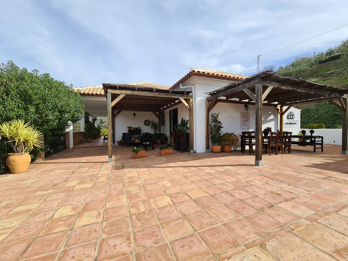 If you are looking for a well-maintained and immaculately clean home in the country-side of Spain, t,Spain