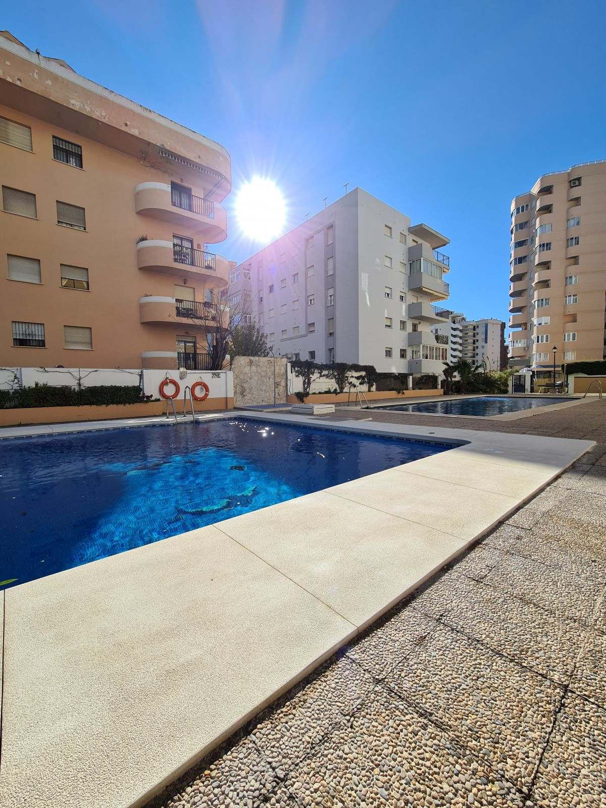 Just a few metres away from the beach we find this charming 3 bed apartment, located in the lower To,Spain