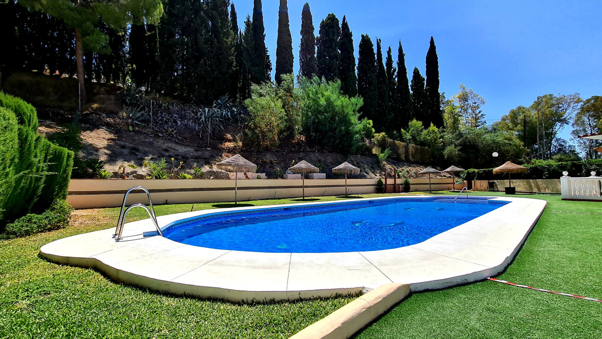 This beautiful semi detached house is located half way between Mijas Pueblo and the busy town of Fue,Spain