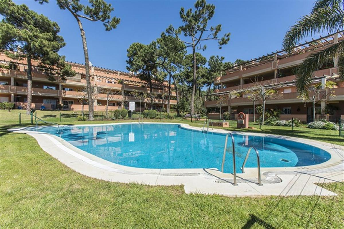 Marbella Banus Apartamento Planta Media en Venta en Elviria – R3760294