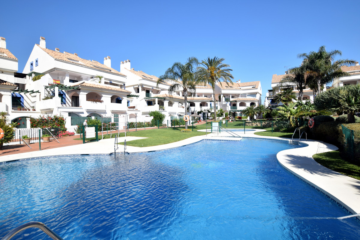 Fantastic opportunity in Las Arenas, situated only 200 meters from San Pedro beach, this three bedro,Spain