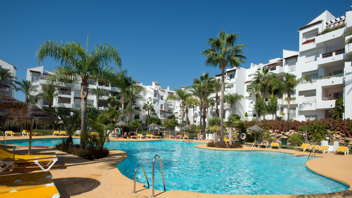 This spacious 3 bedroom 3 bathroom ground floor apartment is a stone's throw from the beach in , Spain