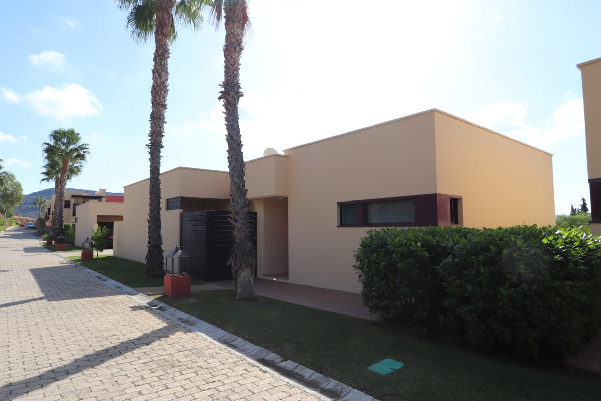 2 Bedroom Villa for sale Benahavís