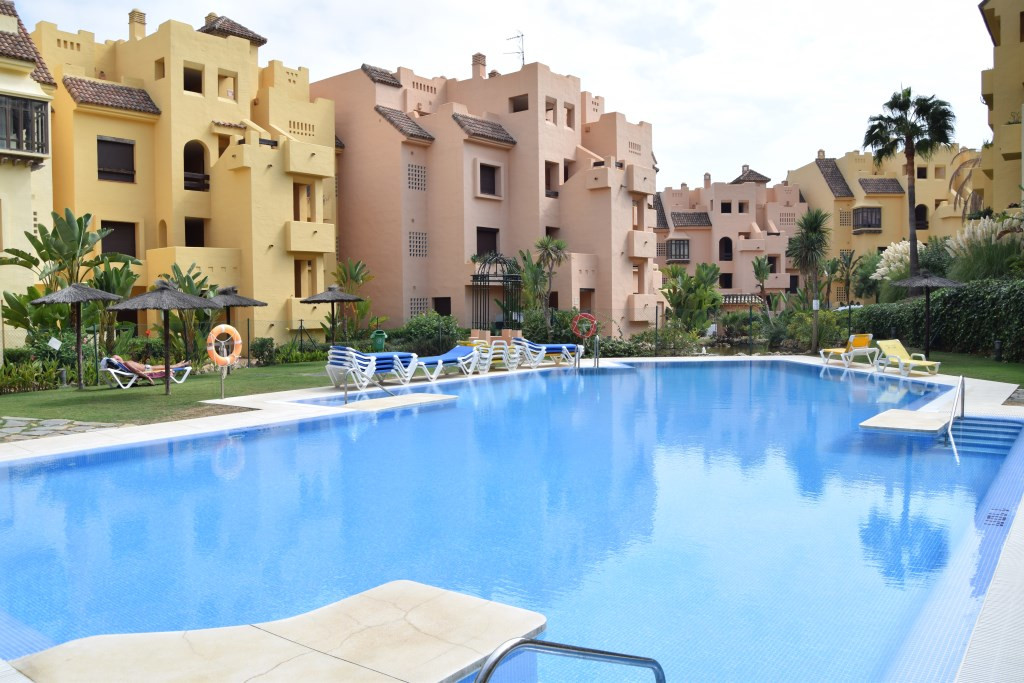 Well presented two bedroom apartment in Duquesa village. Ideal for rentals the property comes fully ,Spain