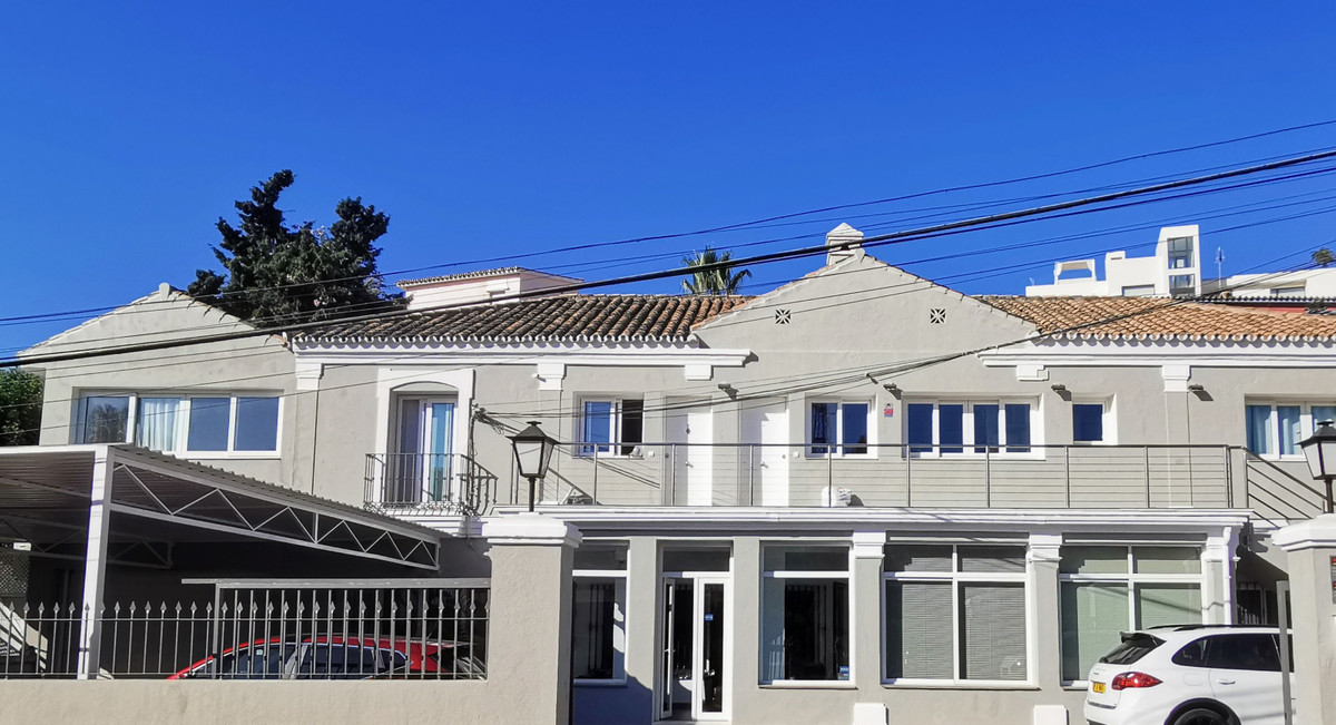 Commercial  Office for sale   in Nueva Andalucía