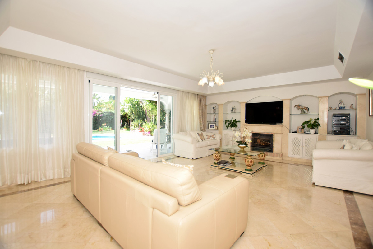 R3458146 | Detached Villa in El Paraiso – € 1,095,000 – 4 beds, 4 baths